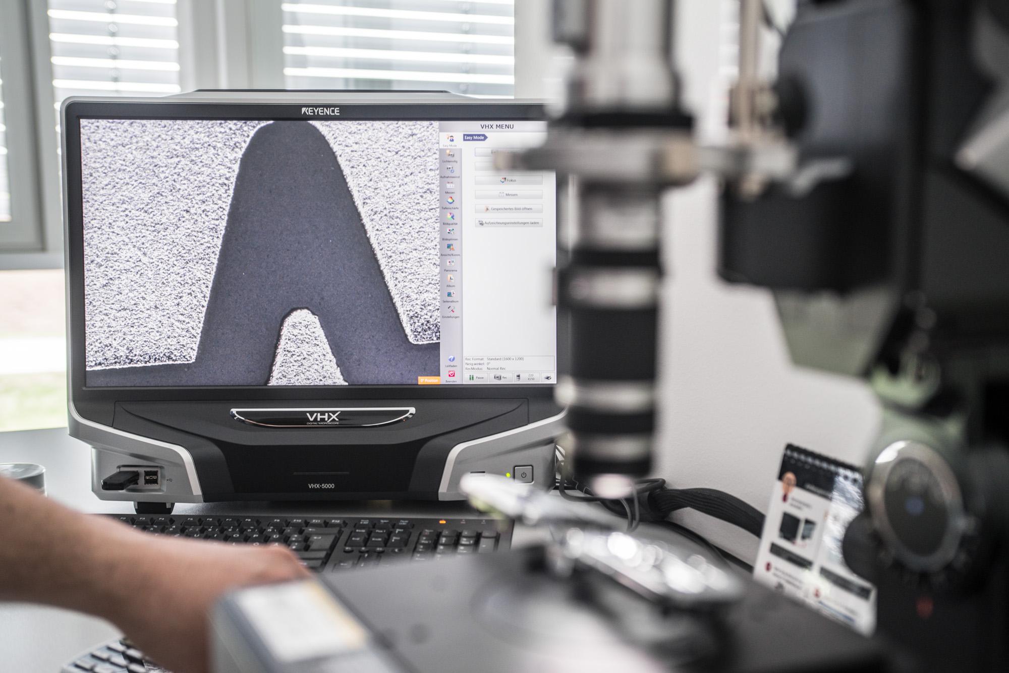 Hidden Line hochpräzise beschriftung Lasertechnik im Einsatz nach der Galvanik von Kunststofftechnik Bernt GmbH Kaufbeuren KTB